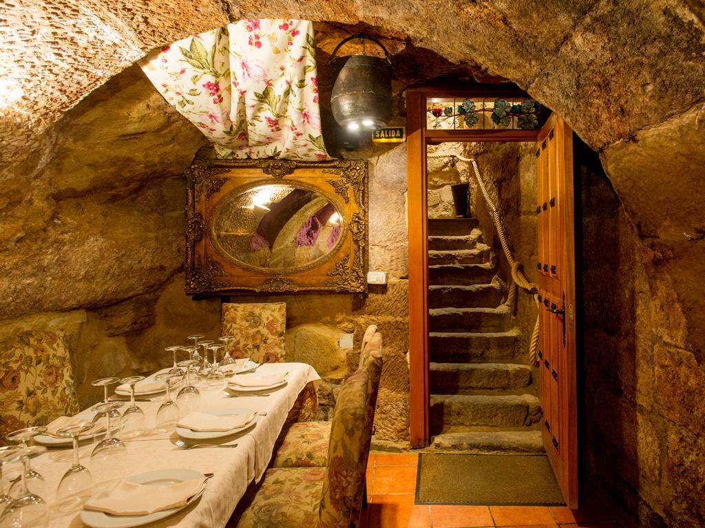 Los salones del restaurante los calaos de briones - Fotos de bodegas en casas particulares ...